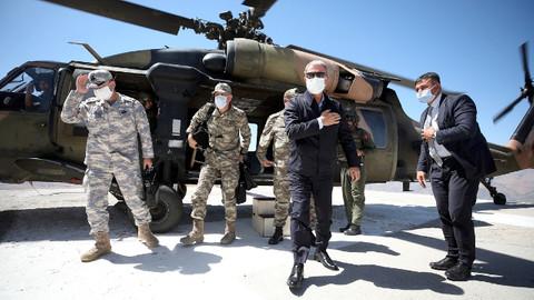 Milli Savunma Bakanı Akar ve komutanlar Irak sınırında