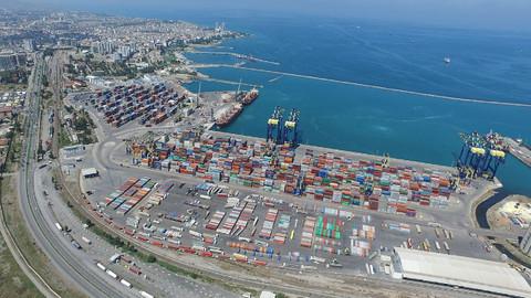 İskenderun'daki uluslararası liman Lübnan'a destek için hazır