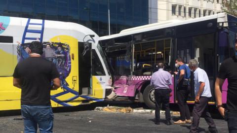 Halk otobüsü ile tramvay çarpıştı