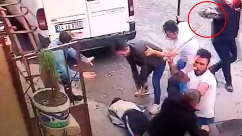 Park yeri yüzünden komşularına balta ile saldırdılar