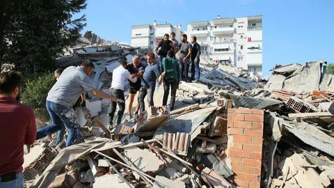 İzmir depreminde ölü ve yaralı sayısı arttı