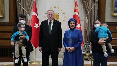 Erdoğan Antalyalı siyam ikizlerini kabul etti