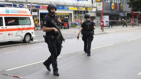 Almanya'da bıçaklı saldırı: Çok sayıda yaralı var