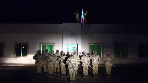 Azerbaycan ordusu Laçın'a bayrak dikti