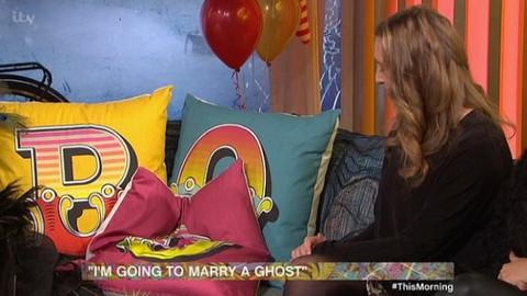 20 hayaletle ilişkiye girdiğini iddia eden genç kadın aşk acısı çekiyor! Sebebi yine onlar