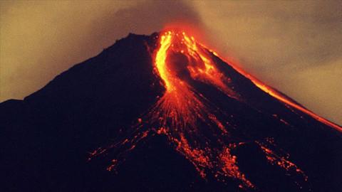 Endonezya'da Merapi yanardağı lav püskürtüyor
