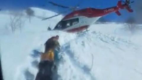 Van'da ulaşımı kapanan köyden hastayı helikopter aldı