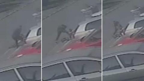 Eski eşini sokak ortasında öldüresiye dövdü
