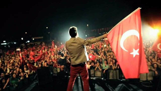 Kenan Doğulu'dan Cumhuriyet Bayramı klibi