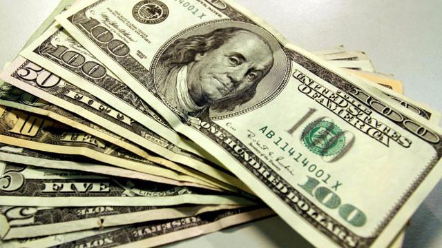 Dolar euro ve sterlin rekor tazeledi