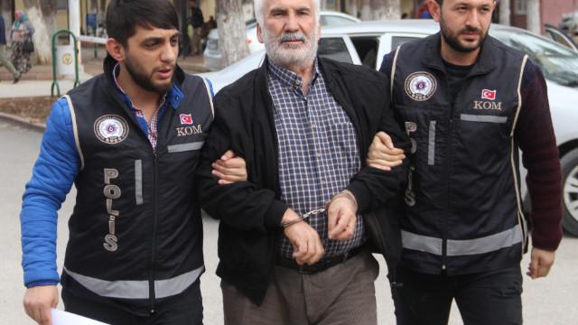 Son dakika... Adana'da FETÖ elebaşının gizli mesajı aynadan çıktı