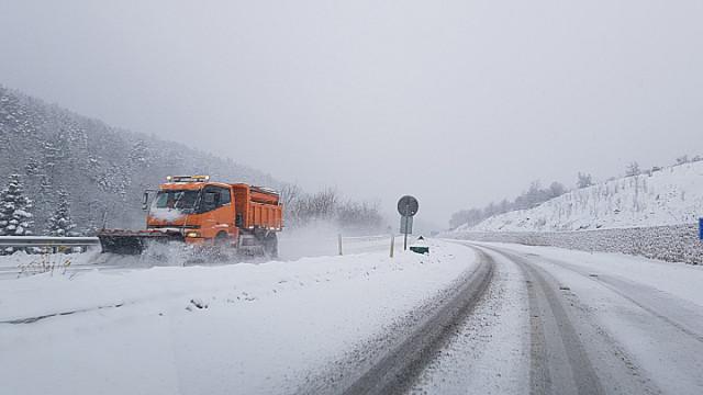 Kırklareli'nde şiddetli kar yağışı etkili oluyor