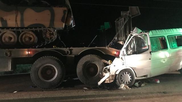 Hatay'da askeri araçla minibüs çarpıştı: 3 kişi hayatını kaybetti, 10 kişi yaralandı