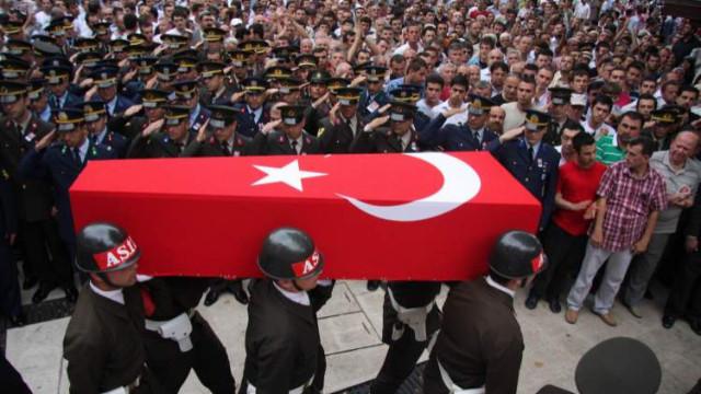 Diyarbakır'da çıkan çatışmada 3 asker şehit oldu