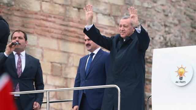 Erdoğan: Suriye'ye yapılan operasyonu doğru buluyoruz