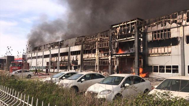 Sakarya'da mobilya fabrikasında yangın çıktı