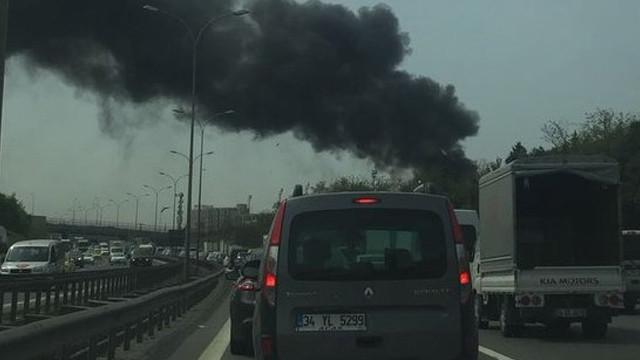 Az önce Sancaktepe'de plastik fabrikasında yangın çıktı