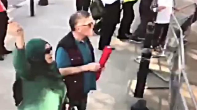 Cumhurbaşkanı Erdoğan, Türk bayrağını kaptırmayan kadını aradı