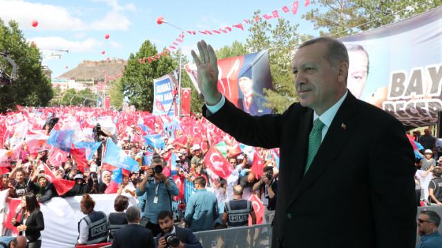 Cumhurbaşkanı Erdoğan: Dolar molar bizim yollarımızı kesmez