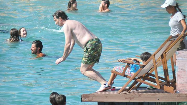 Erdal Beşikçioğlu ailesiyle tatilde