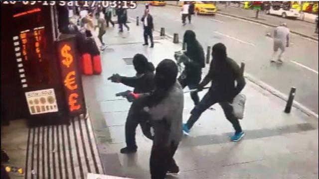 Ateş ede ede geldiler... Döviz bürosu soygunu güvenlik kamerasında