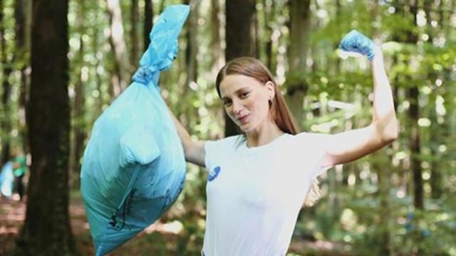 Serenay Sarıkaya 'Mis gibi Türkiye' için çöpleri topladı