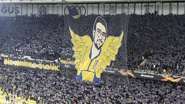 Fenerbahçe taraftarından Koray Şener koreografisi