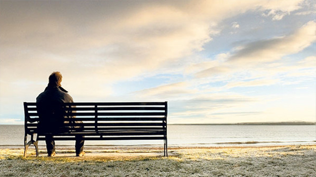 İnsanlar en fazla hangi yaşlarda yalnızlık çekiyor