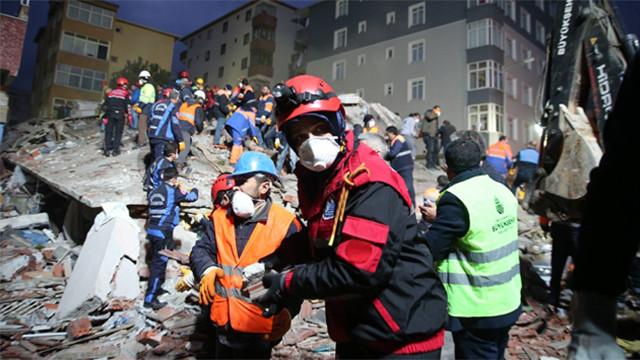 Çöken binada ölenlerin sayısı 10'a yükseldi