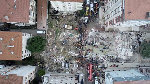 Çöken binanın kolonlarının kesildiği iddia edildi