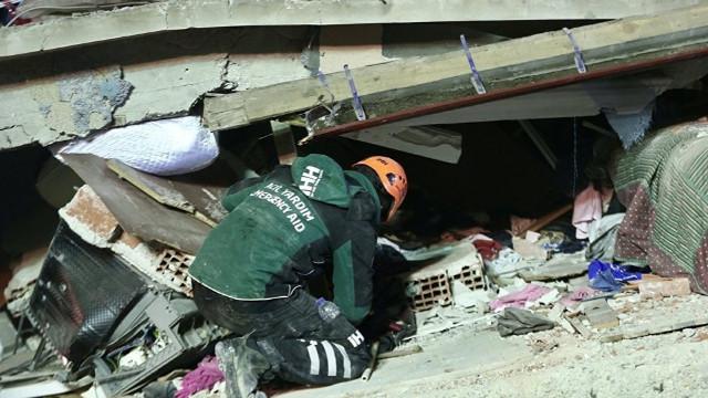 Çöken binada ölenlerin sayısı 21'e yükseldi