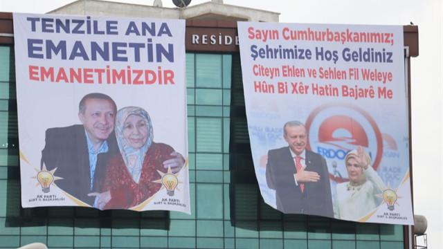 Cumhurbaşkanı Erdoğan'a Siirt'te 3 dilde karşılama