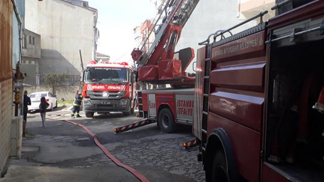 Bağcılar'da kağıt fabrikasında yangın!