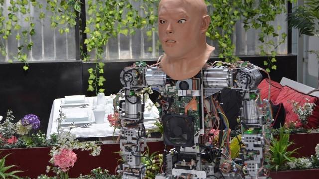 Konya'da üretilen robota yüz eklendi