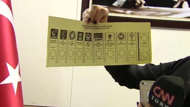 Oy pusulaları görüntülendi
