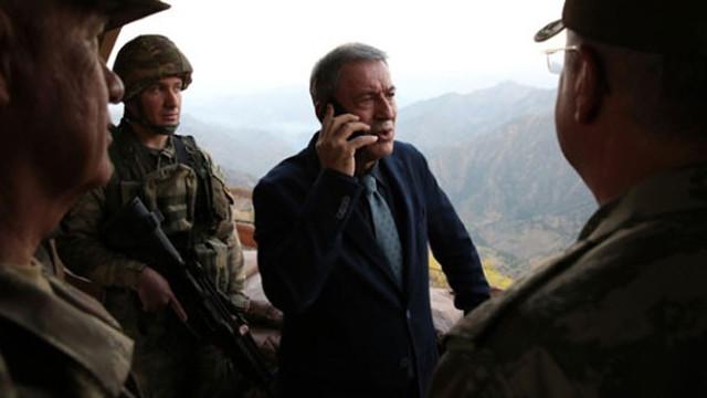 Bakan Akar Fransız mevkidaşı ile telefonda görüştü