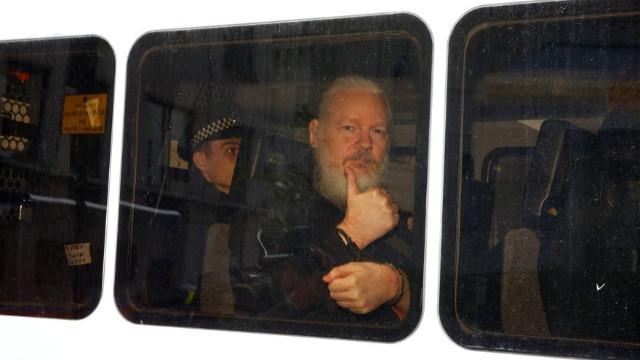 Julian assange kimdir? julian assange age? İnstagram ve Twitter hesabı
