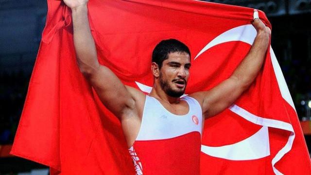Milli sporcumuz Taha Akgül altın madalya kazandı