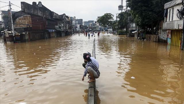 Endonezya'da sel 24 binden fazla kişiyi etkilendi