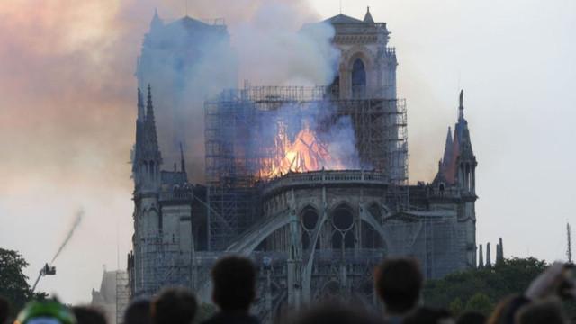 Paris'te Notre Dame Katedrali yandı! 2 kişi gözaltına alındı