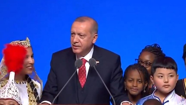 Cumhurbaşkanı Erdoğan: Teknolojinin sizi esir almasına izin vermeyin