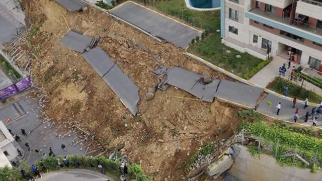 Kayaşehir'de istinat duvarı çöktü!