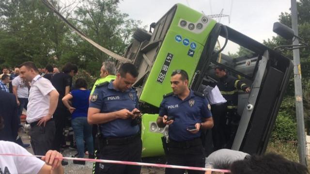 İzmit'te halk otobüsü devrildi!