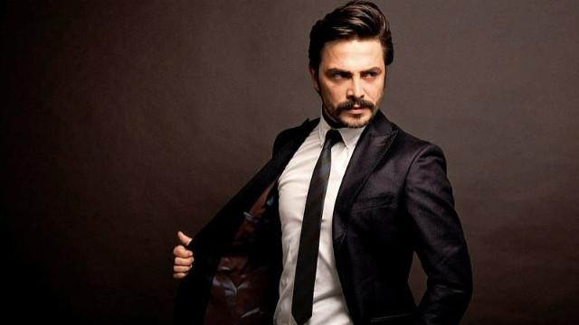 Oyuncu Ahmet Kural, sosyal medyadan yeni imajını paylaştı
