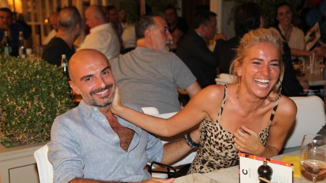 Burcu Esmersoy'dan eşine iltifat: Dünyanın en güzel gülen adamı benim kocam
