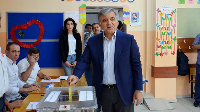 Gül, İstanbul seçimleri için oy verdi: Hayırlı neticeler neyse Türkiye için o olsun