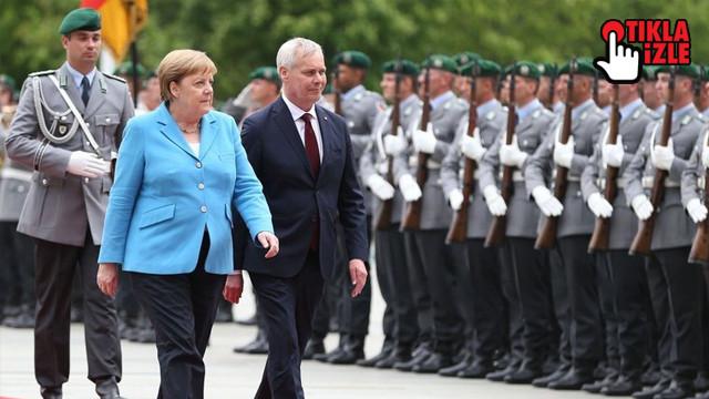 Merkel üçüncü kez titredi