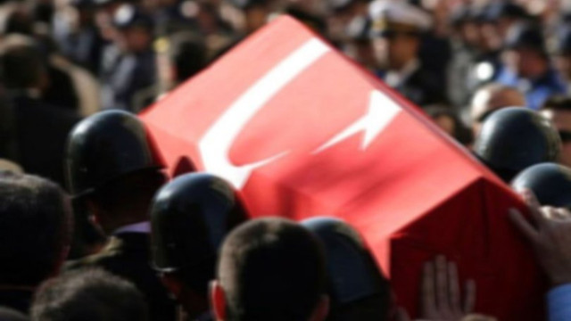 Diyarbakır'da polis zırhlı aracı devrildi: 2 polis şehit oldu