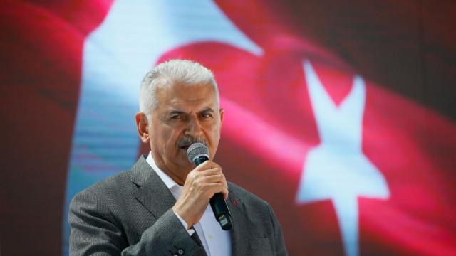 Binali Yıldırım'dan CHP'li belediyelere çağrı!