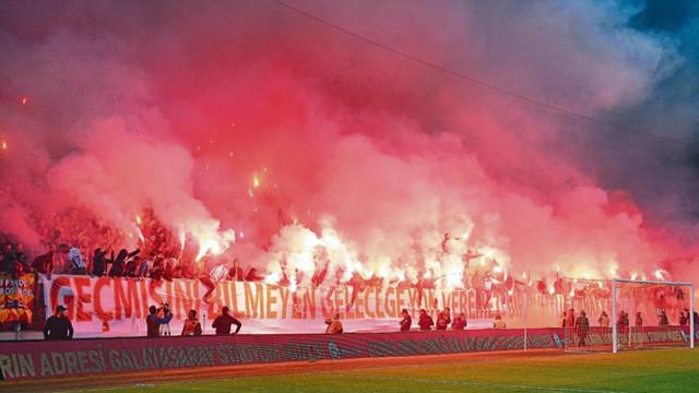 Galatasaray taraftarından gövde gösterisi!